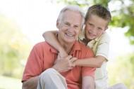 Alimenty od dziadków można uzyskać, jeśli rodzice nie żyją, nie są w stanie ich zapłacić lub gdy uzyskanie ich na czas jest niemożliwe.