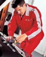 Producenci aut zalecają, aby utrzymywać poziom oleju dokładnie w połowie skali. Pomiędzy oznaczeniem MIN i MAX. Fot. Newspress